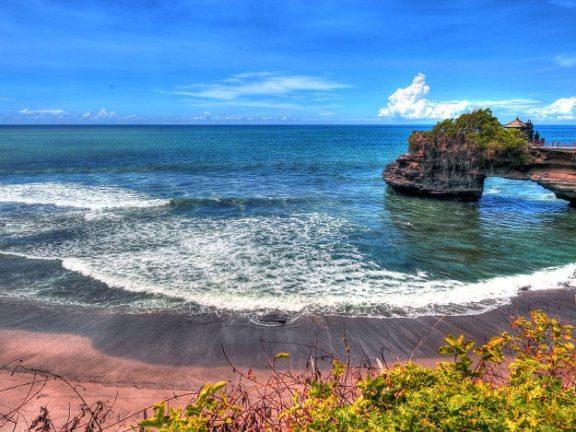 Tanah Lot Beach - Bali Indonesia